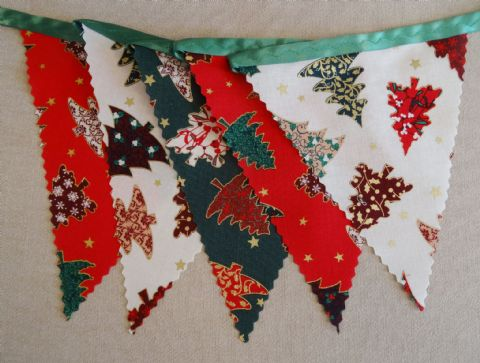 CHRISTMAS BUNTING - Trees - Red, Cream & Green on Green Ribbon - 3m/10ft - 14 flags (single-sided)